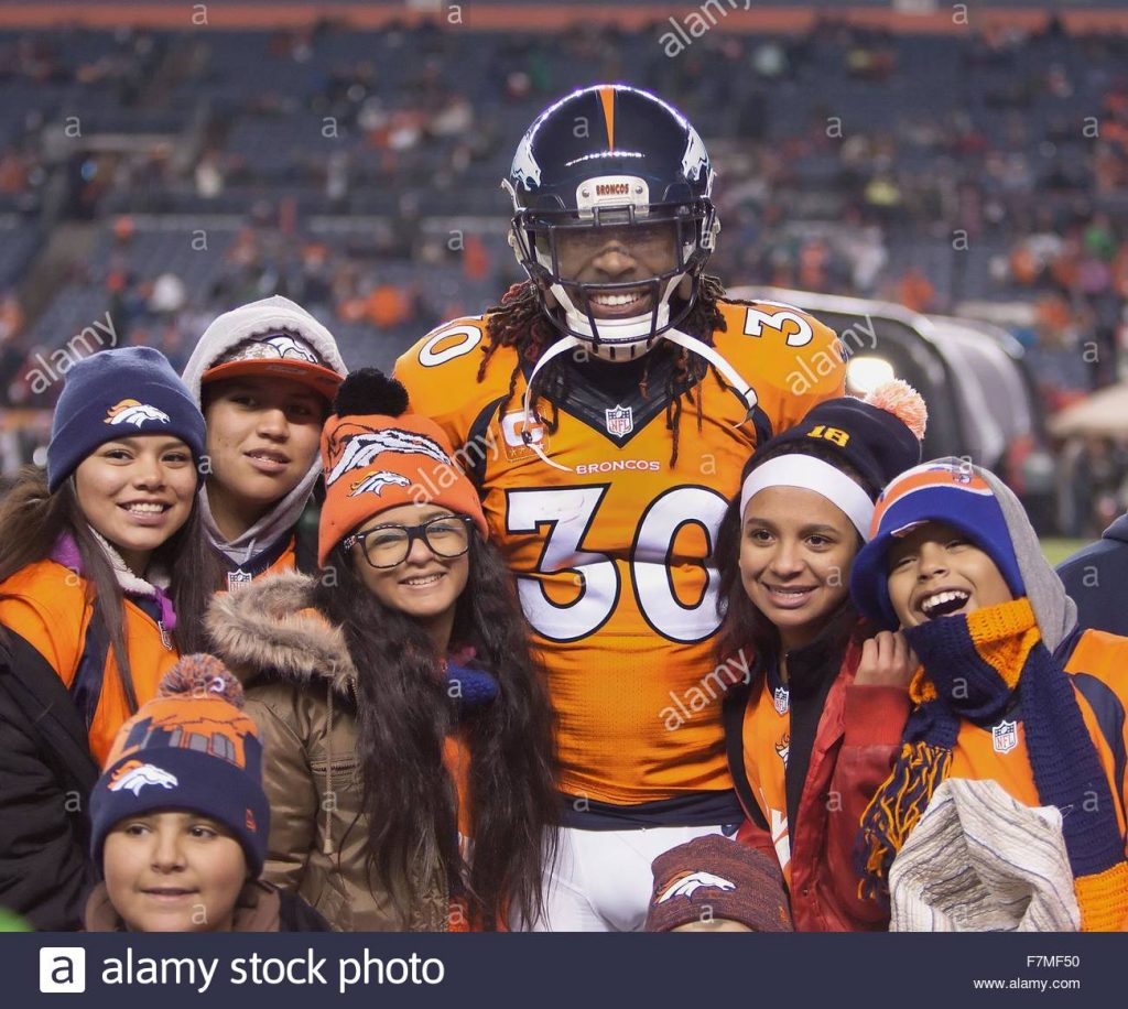 Denver-colorado-usa-29th-nov-2015-broncos-s-david-burton-jr-center-f7mf50-1024x916
